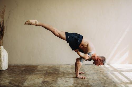 Immagine gratuita di abilità, adulto, allenamento domestico, ballando