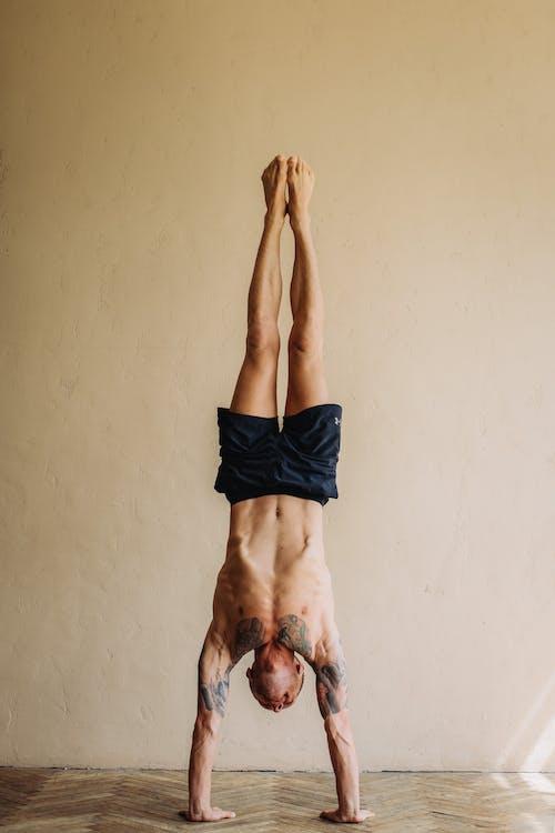 Immagine gratuita di a piedi nudi, adulto, allenamento domestico, assottigliamento
