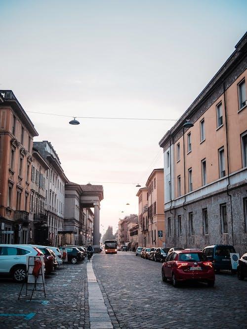 交通系統, 停放的汽車, 城市, 天空 的 免费素材图片