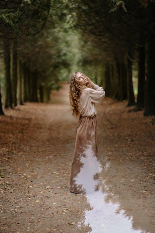 Foto stok gratis atraktif, azimat, bagus, berambut pirang