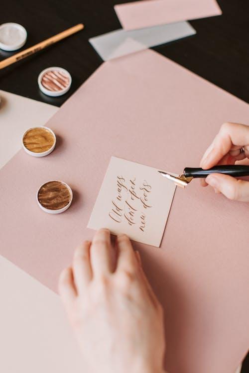 Foto profissional grátis de arte, aviso, caligrafia