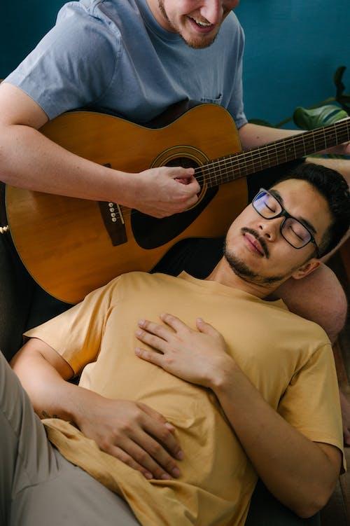 Ảnh lưu trữ miễn phí về Âm nhạc, cặp đôi lãng mạn, cặp vợ chồng, cặp vợ chồng đồng tính