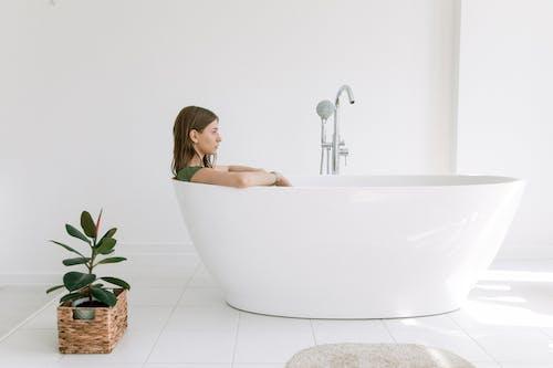 Kostenloses Stock Foto zu attraktiv, bad, badewanne, badezimmer