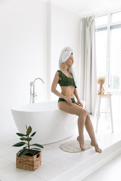 Бесплатное стоковое фото с белый фон, в помещении, ванна, Ванная комната