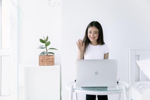 Ingyenes stockfotó ágy, asztal, beltéri növények, bútor témában