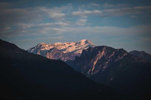Photos gratuites de altitude, aube, chaîne de montagnes, ciel