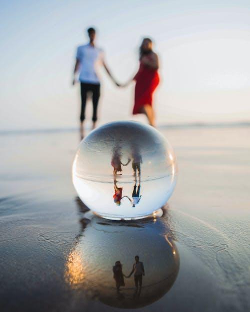 Fotos de stock gratuitas de bola de cristal, esfera de cristal, Pareja