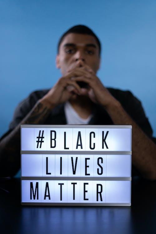 Kostenloses Stock Foto zu afroamerikaner, afroamerikanischer mann, blick in die kamera