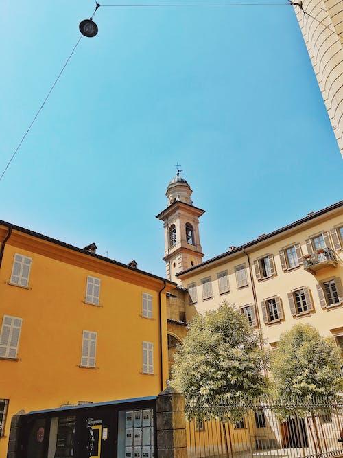 Gratis lagerfoto af arkitektur, bjerg, blå, by