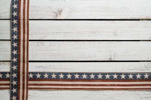 Crossed American flags on fence