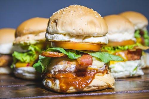 Free stock photo of batata frita, cheeseburger, hamburger, hamburgers