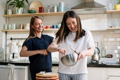 アジア人, インドア, キッチン, ケーキの無料の写真素材