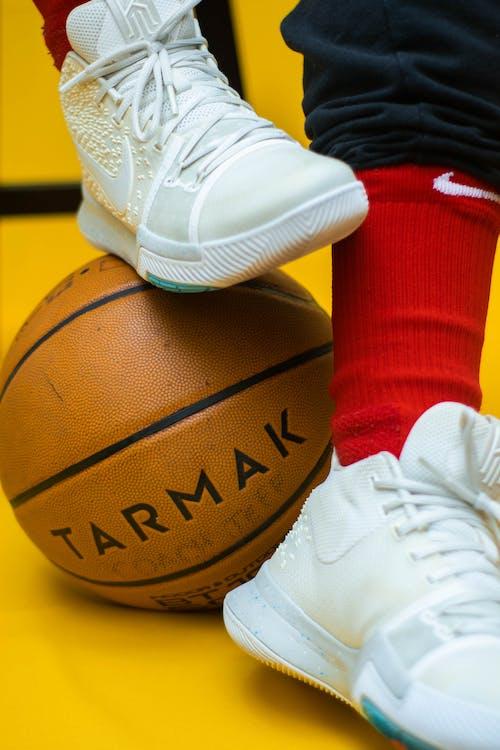 Foto d'estoc gratuïta de calçat, calçat esportiu, cautxutar, clàssic