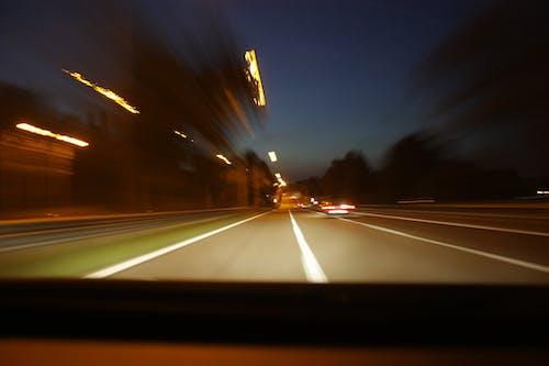 Foto stok gratis cahaya, gerakan, jalan