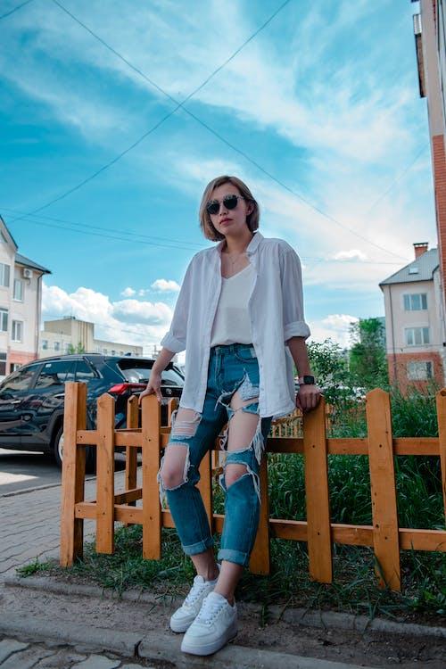 Fotos de stock gratuitas de al aire libre, apariencia, apoyado, cabello corto