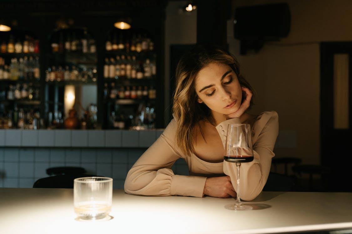 Základová fotografie zdarma na téma atraktivní, bar, čekání