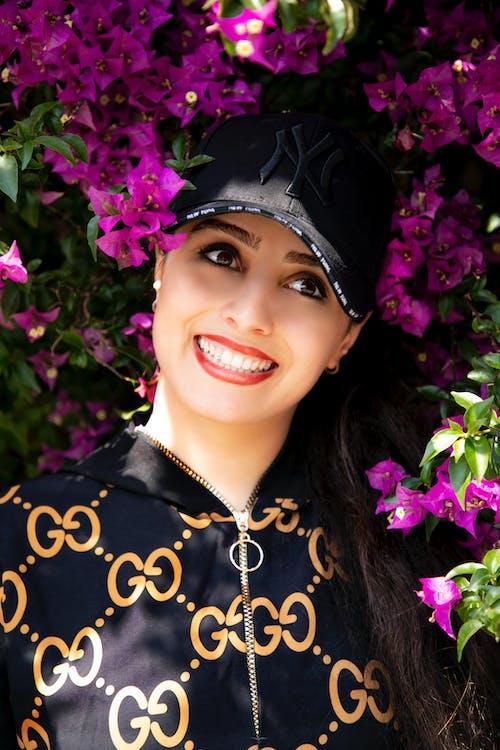 คลังภาพถ่ายฟรี ของ รอยยิ้มที่สวยงาม, สาวมีความสุข
