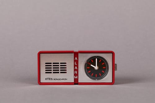 Red and White Analog Clock at 10 00