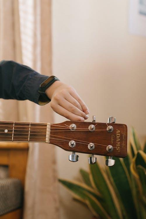 Kostenloses Stock Foto zu adams, akustische gitarre, anonym