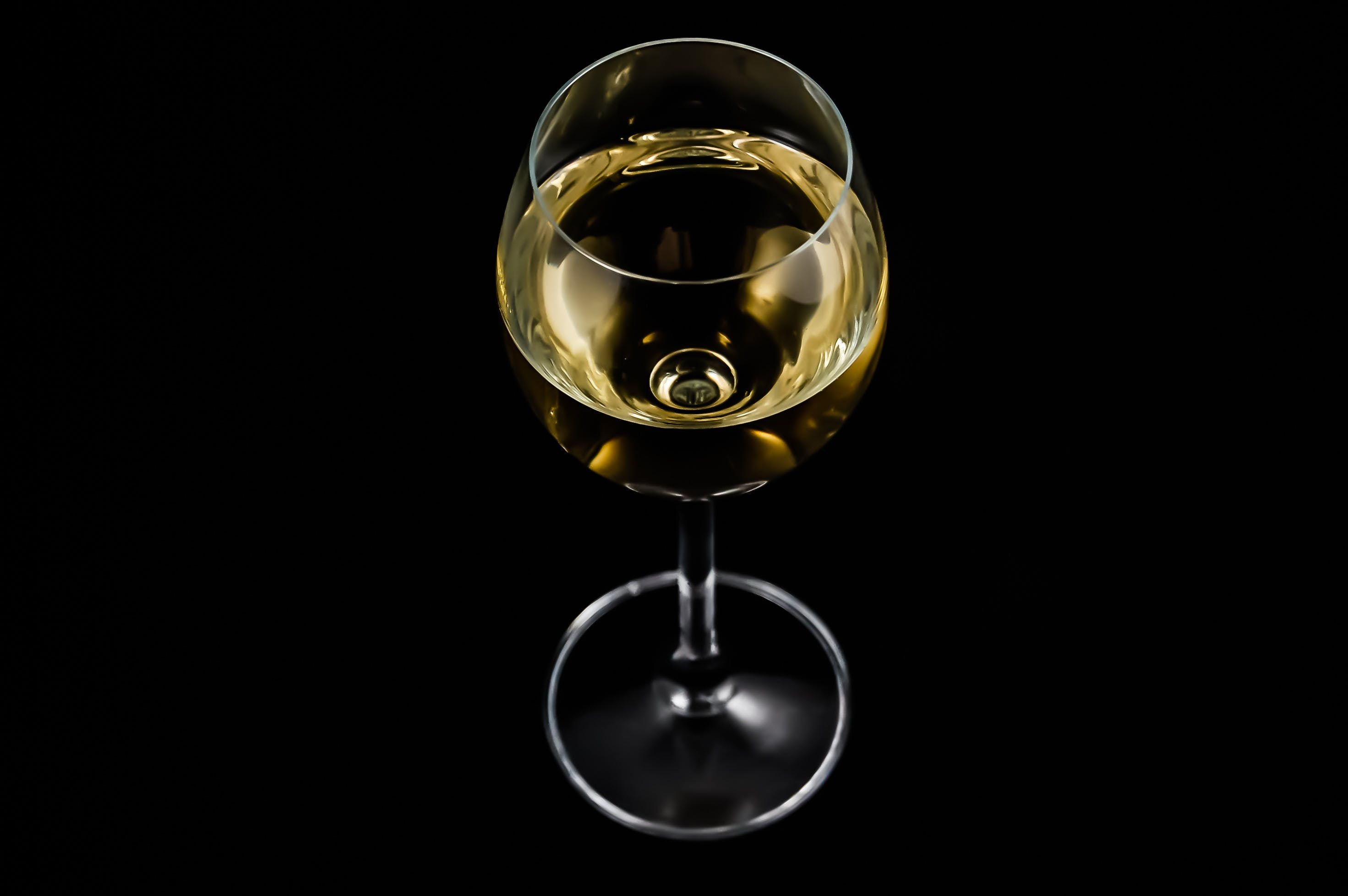 Clear Long stemmed Glass With White Wine