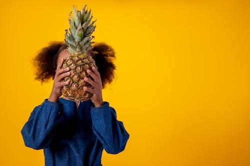Foto profissional grátis de abacaxi, adorável, afro-americano, anônimo