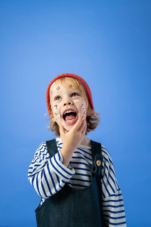 Kostnadsfri bild av ansikte klistermärke, ansiktsuttryck, barn, barndom