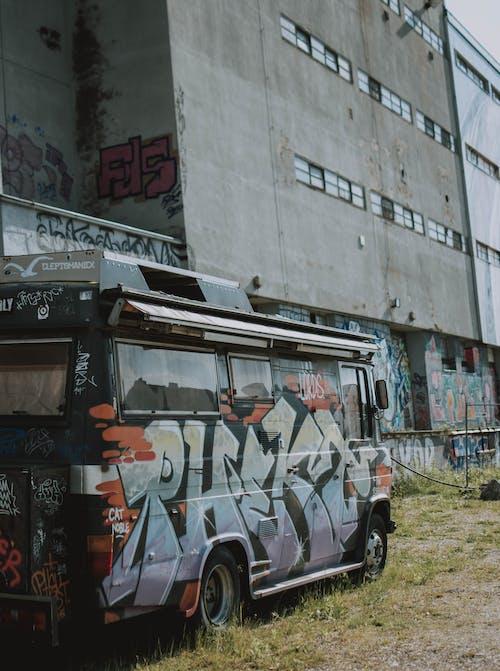 Foto stok gratis bis, bus, coretan, di luar rumah
