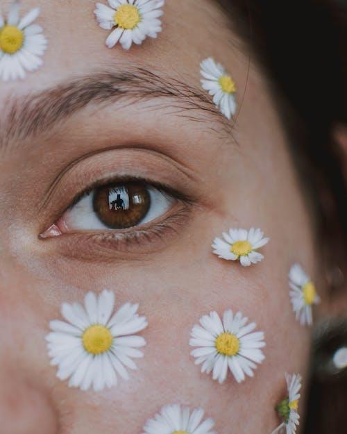 Gratis stockfoto met aantrekkelijk mooi, aantrekkingskracht, behandeling, denken
