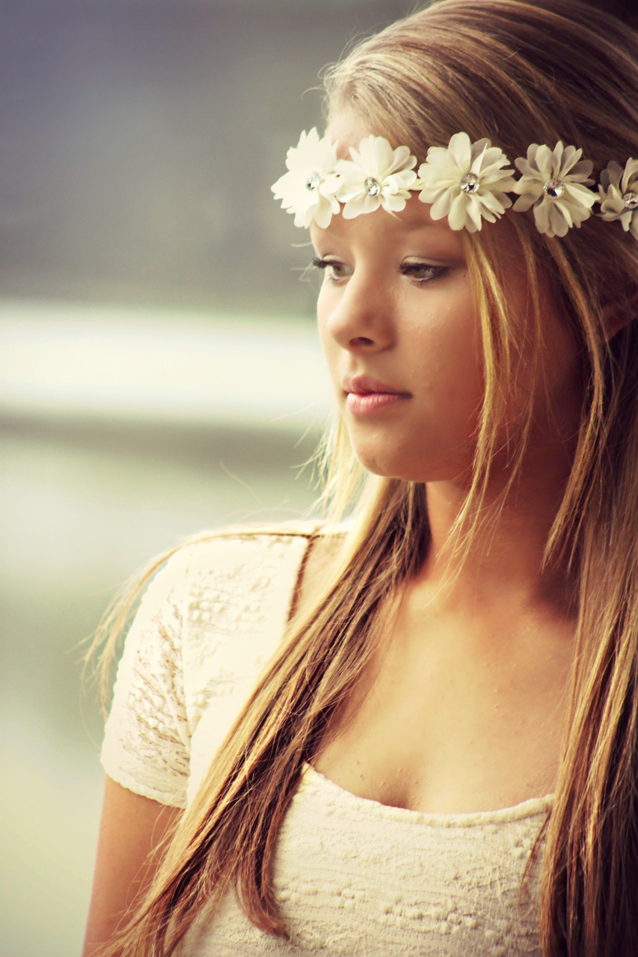 Foto profissional grátis de adolescente, atraente, bonita, cabelo