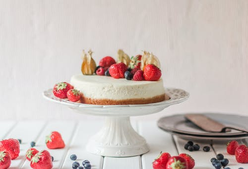 Cheesecake with fresh berries placed on cake dish