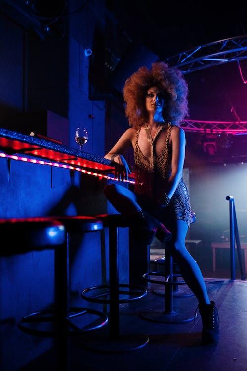 Immagine gratuita di afro, bancone da bar, bar, barra