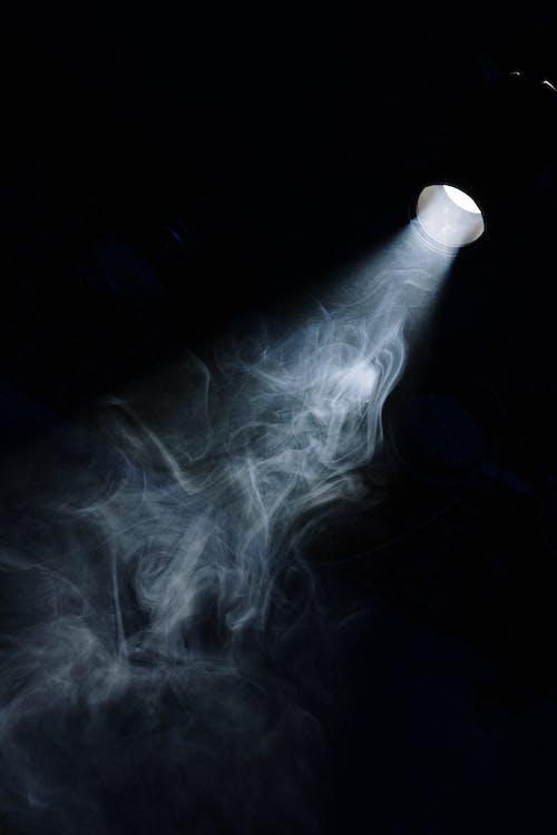 Darmowe zdjęcie z galerii z ciemność, ciemny, dym, jasny