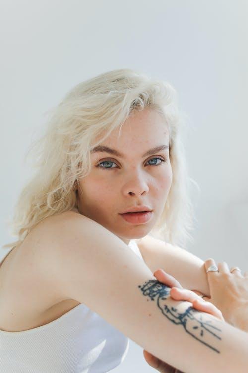 Gratis stockfoto met blond haar, blonde haren, blondine, eigenheid