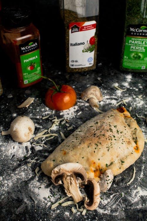 Foto stok gratis bumbu, calzone, jamur, keju