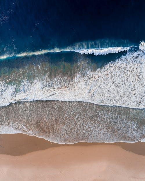 Gratis stockfoto met beukende golven, blauwe oceaan, bovenaanzicht, crashende golf