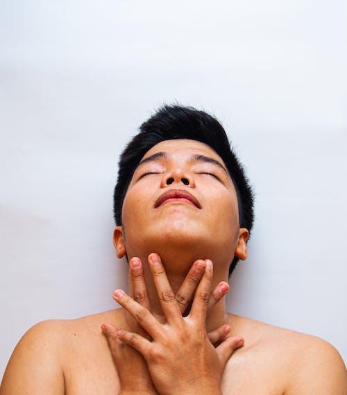 Foto stok gratis Apartemen, badan, bahu telanjang