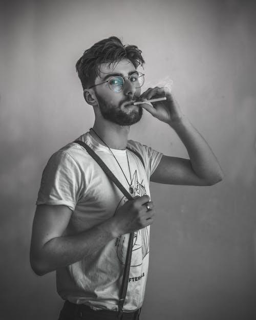 Fotobanka sbezplatnými fotkami na tému cigara, dospelý, dym