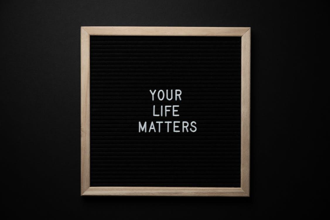 Schoolbord Met Uw Leven Is Belangrijk Inscriptie Op Zwarte Achtergrond