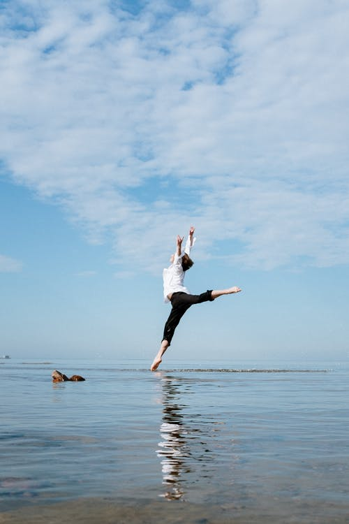 Kostenloses Stock Foto zu aktionsenergie, ballett, blauer himmel