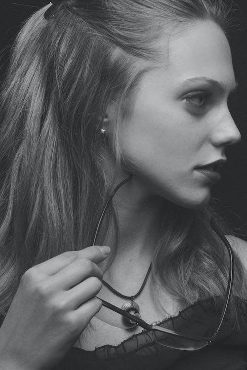 Ingyenes stockfotó arckép, девушка, лицо, монохромный témában