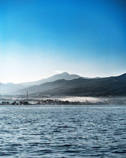 Бесплатное стоковое фото с активный отдых, вода, водный транспорт, гора