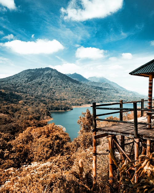 Бесплатное стоковое фото с вода, гора, дерево, закат