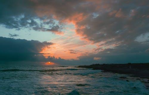 Gratis arkivbilde med brannsol, daggry, dramatisk, dyp himmel