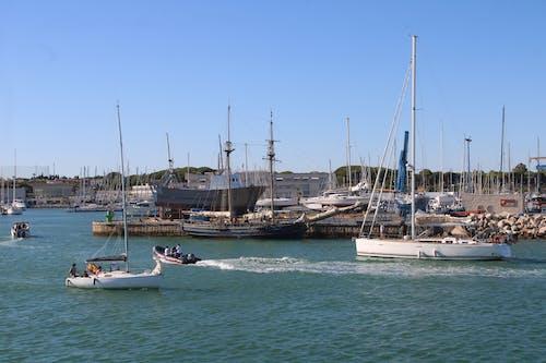 Fotos de stock gratuitas de embarcaciones, lanchas, motoras, puerto