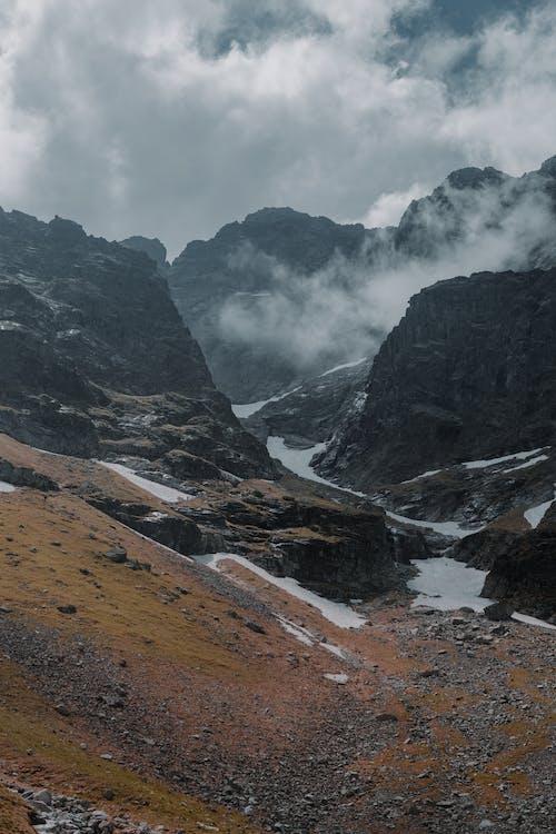 Gratis stockfoto met berg, bergen, bewolkt, buiten