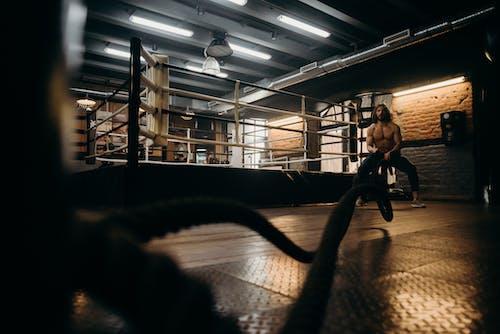 Foto profissional grátis de academia de ginástica, ângulo baixo, atividade física, ativo