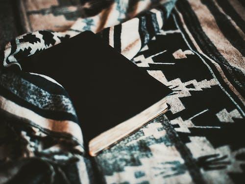 Бесплатное стоковое фото с белый, библиотека, Библия, бог
