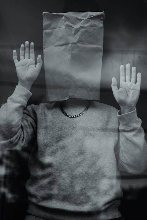 Základová fotografie zdarma na téma černobílá, dospělý, karanténa, kouř
