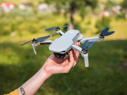 Foto profissional grátis de adulto, aeronave, ao ar livre, aparelhos