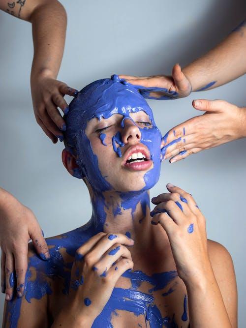 Gratis lagerfoto af ansigtsmaling, blå maling, fotosession